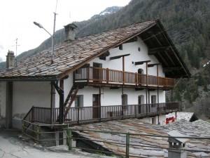 Casa in pietra costruita nel 1764 dal capomastro Vacher di Fontainemore, Pilaz, Ayas, 2009 - Claudine Remacle