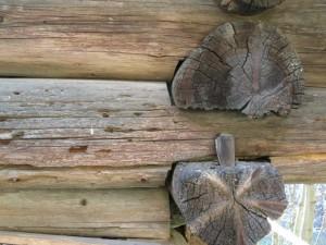 Tronchi scortecciati assemblati agli angoli, Proa, Issime, XV sec. - Photo Claudine Remacle